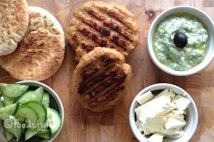 kipburgers met tzatiki